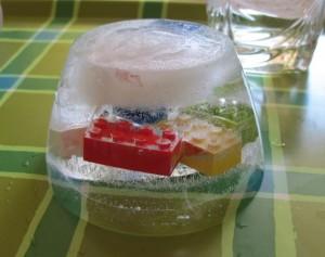 Jak jsme dolovali kostičky lega z ledu…